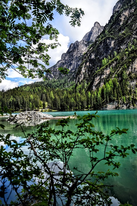 lake-braies-1461355_960_720